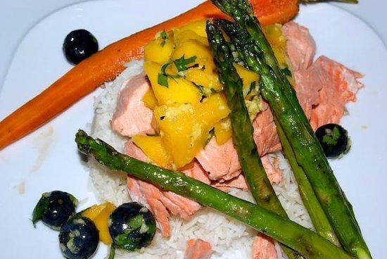 Trailhead Resort: Poached salmon mango salsa