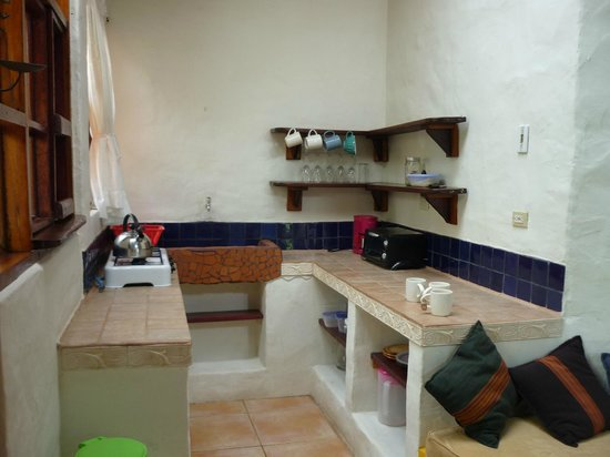 Rio Chirripo Lodge & Retreat : The kitchenette in our casita - could easily have stayed 3 nights