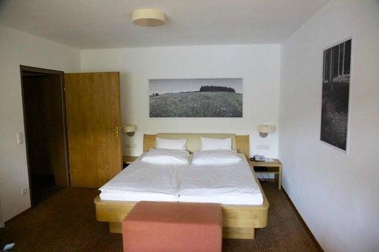 Brugger's Hotelpark am See: vue sur le lit.