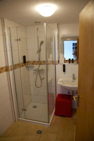Brugger's Hotelpark am See: Salle de bain. Coin WC sur la gauche