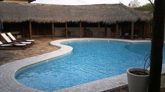 Villa Rasa: Piscina Área Jardim