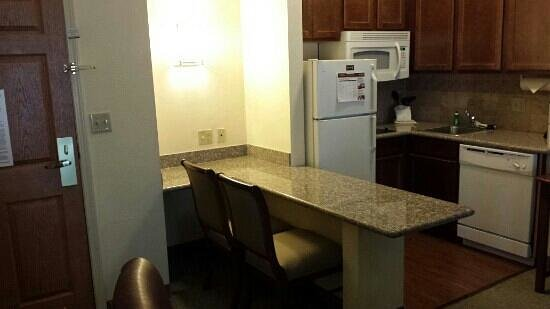 Homewood Suites by Hilton Jacksonville Deerwood Park: Kitchen (king suite)