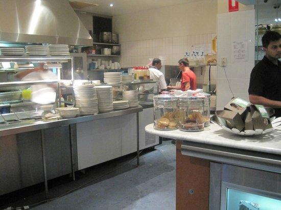 Aurora Ozone Hotel: la cucina a vista del ristorante