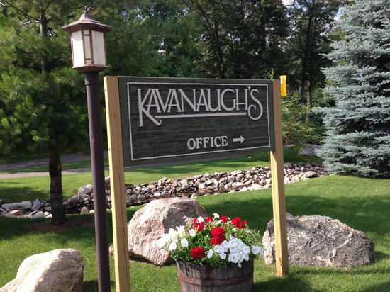 Kavanaugh's Sylvan Lake Resort: The grounds are beautiful