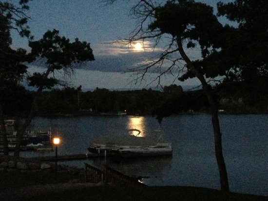 Moonlight on the lake - Picture of Kavanaugh's Sylvan Lake