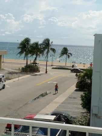 Premiere Hotel: Vista desde la habitacion, a media cuadra de la playa