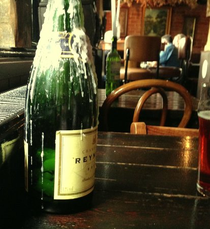 The Oak on the Green: friendly feel to the bar