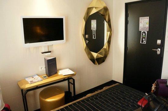 Platine Hotel: Rummet