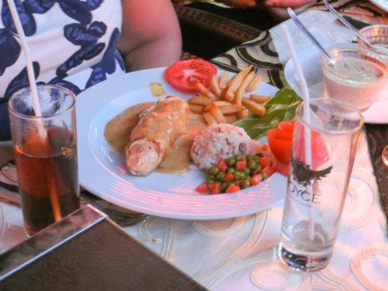 Alremu Bar & Restaurant: chicken???