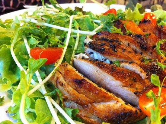 Samui Health Shop by Lamphu : chicken salad