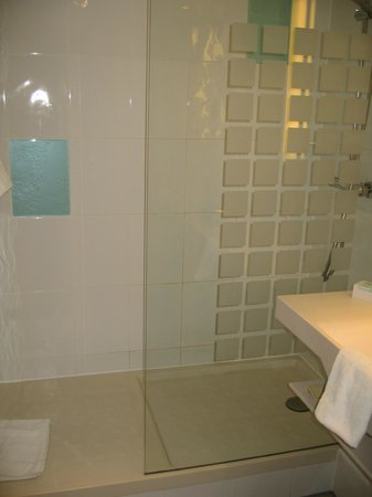 Novotel Birmingham Airport: Shower
