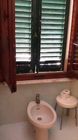 Hotel Touring & Internazionale : bagno stanza