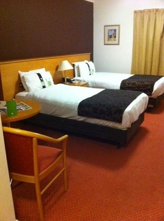 Holiday Inn Barnsley: twin room  clean and spacious  I ordered a double bed