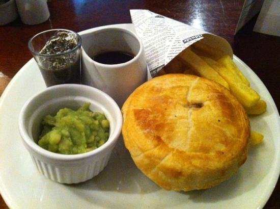 Holiday Inn Barnsley: steak and ale pie waited 55 minutes  was nice though
