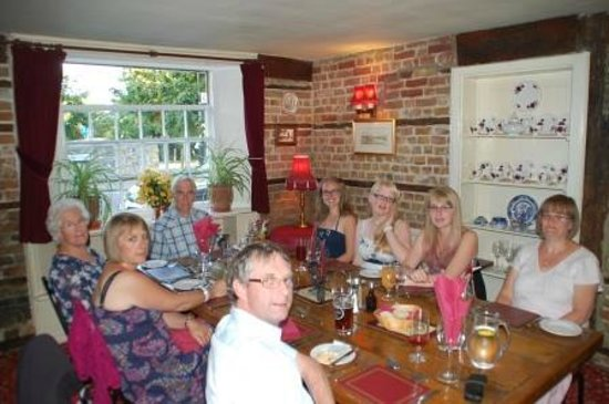 The King's Arms Restaurant: Family At The Kings Arms
