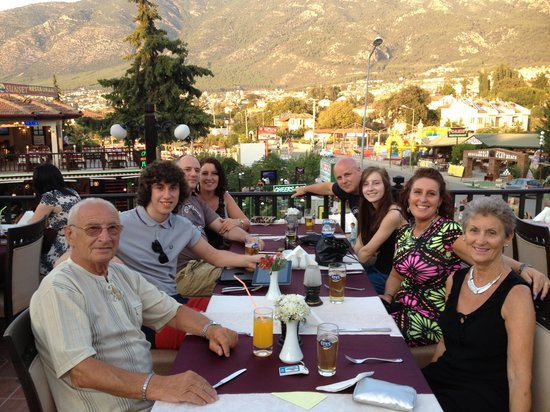 Hisar Holiday Club: Family meal in the resturant.