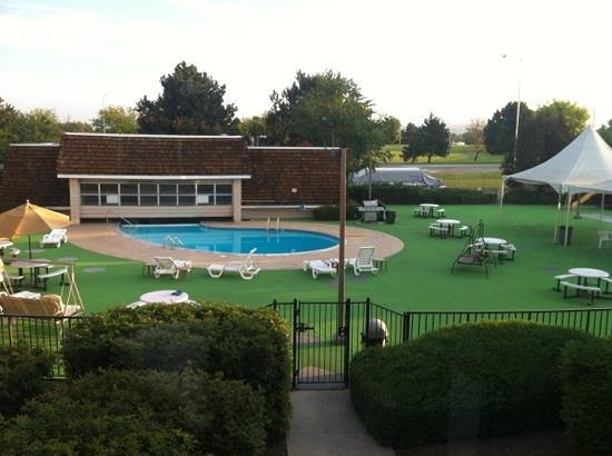 Rodeway Inn : pool area