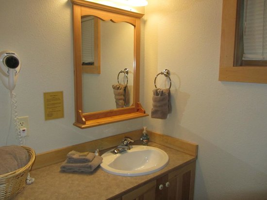 River's Edge Resort: Bathroom