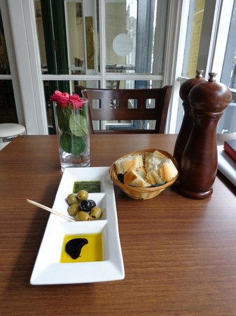 No. 5 BISTRO: excellent olives and fresh bread
