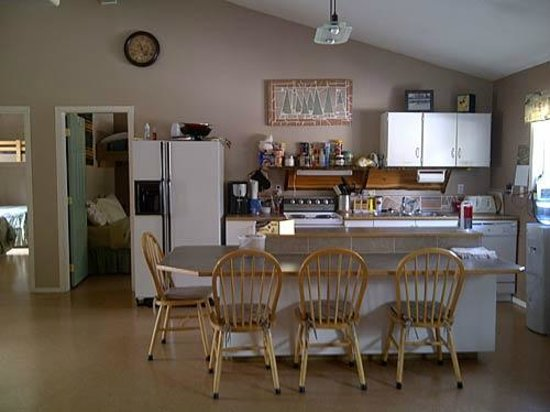Stone Haven Inn B&B: very clean and fully stocked kitchen