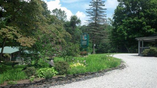 Linville Falls Lodge & Cottages: Sign