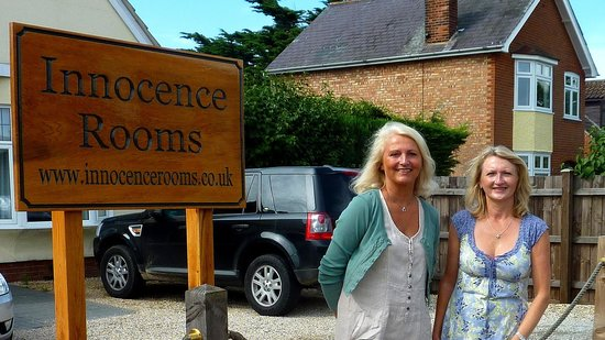 Innocence Rooms : Hosts Susie and Sally