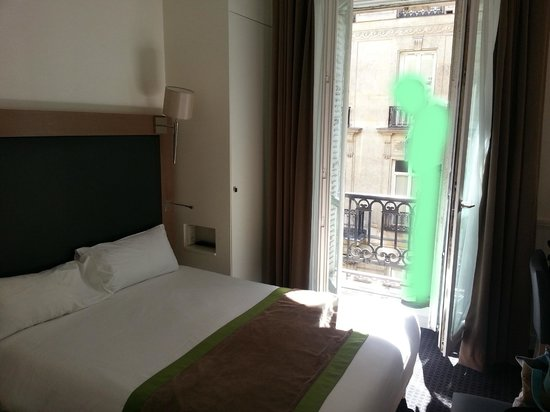 Hotel Elysees Union: Our room 312