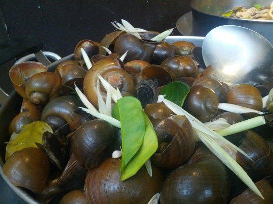 Tonle Chaktomuk Restaurant: Snails ...