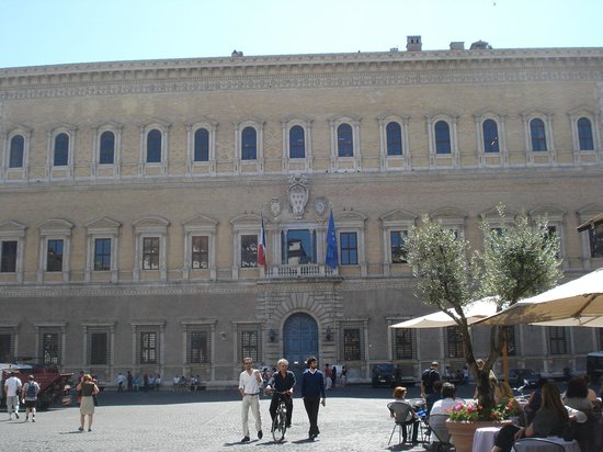 Medieval Rome Walking Tour: Jewish Ghetto, Tiberine Island, and Trastevere: Palácio Farnese.