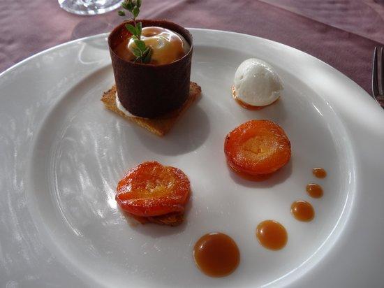 Le Pré Gourmand : dessert; oreillons d'abricots rotis et sa glace