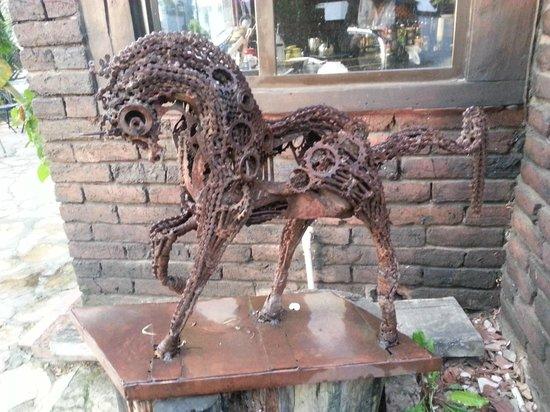La Colina Hotel Cottage: Escultura