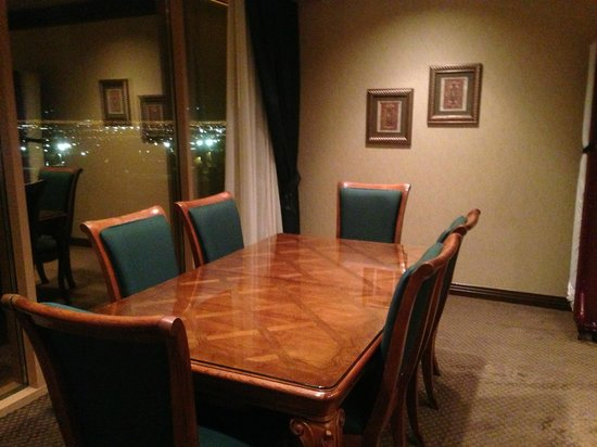 Suncoast Hotel and Casino: Suite table