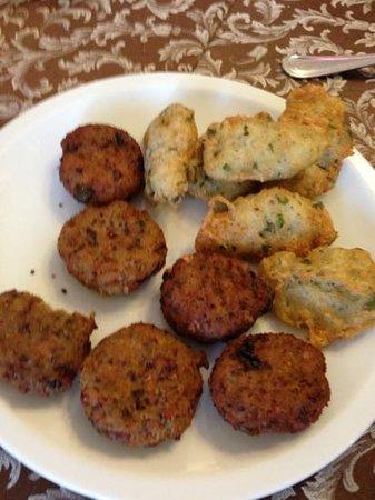 Motta San Giovanni, อิตาลี: polpette di melanzane e frittelle