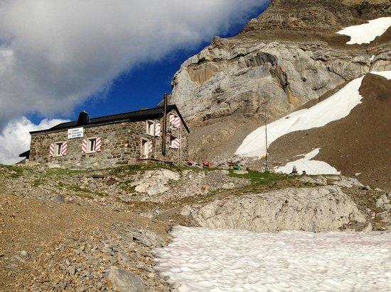 Cabane des Diabrelets : Cabane des Diabralets (with deckchairs outside)