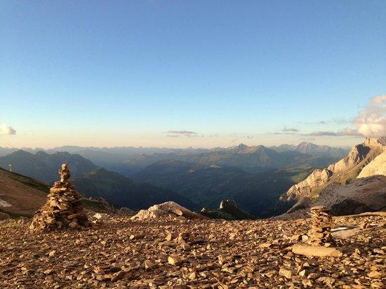 Cabane des Diabrelets : Views across Gstaad