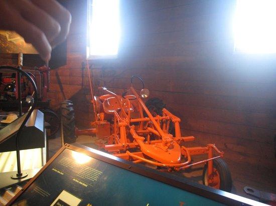 Canada Agriculture and Food Museum: Un tracteur dans l'exposition des tracteurs