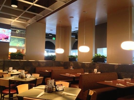 Arni's Restaurant: view from inside