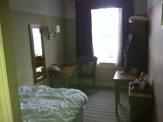 Innkeepers Lodge St Albans, London Colney: The room is about 2m. wide