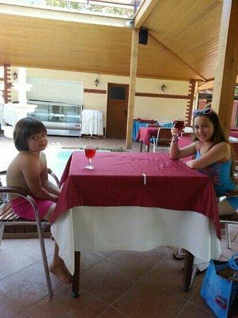 Kustur Club Holiday Village: le verre ii