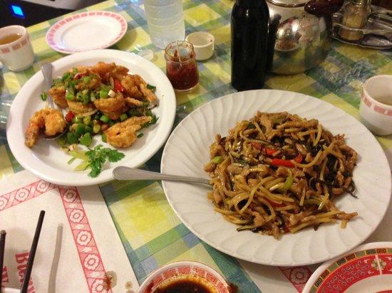 Niu Kee: Salt and pepper shrimp, pork in garlic sauce
