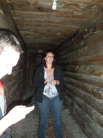 The Fort William Henry Museum & Restoration : Sarah talking about the spirit in the gun powder hallway