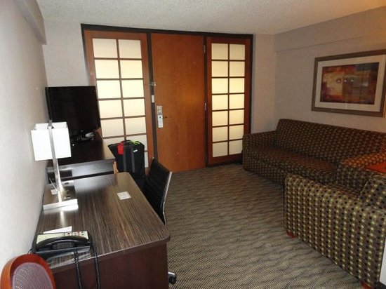 Embassy Suites by Hilton Oklahoma City Will Rogers Airport : Two TV's!