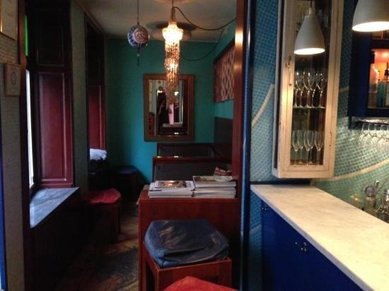 Halv Grek plus Turk : the bar