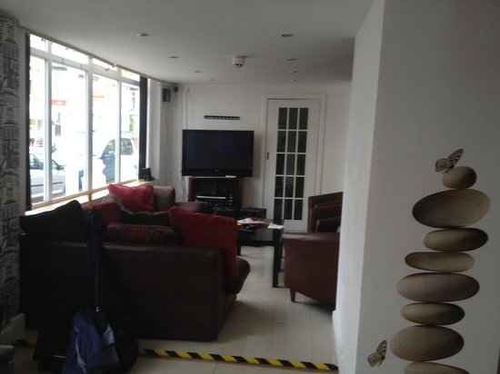 Woodfield Hotel: :-) nice area to relax comfy furniture