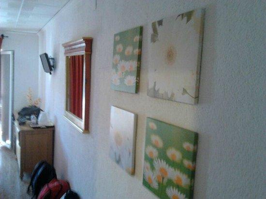 Hotel Comercio : Detalle pasillo entrada habitación