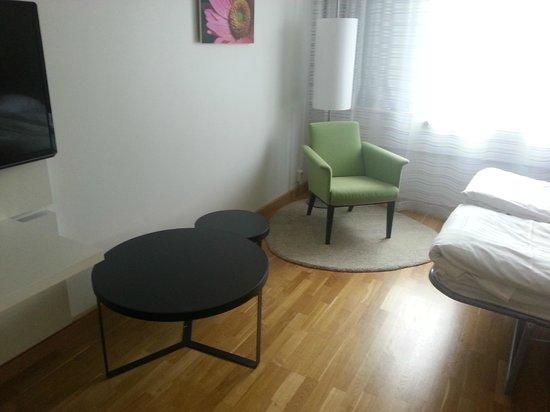 Scandic S:t Jorgen: angolo poltrona e tavolo