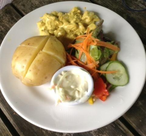 Moulin Hotel: Baked potato with coronation chicken; actually boiled