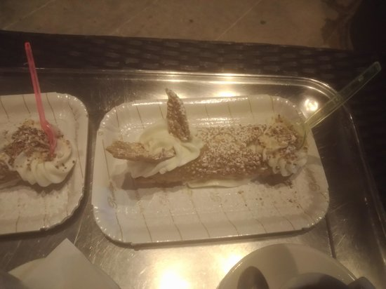 Cafe Finocchiaro : Cannolo