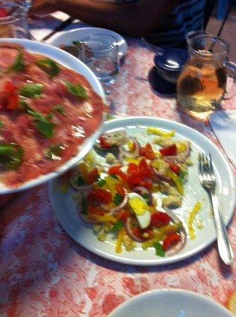 Caprie, Italia: carpaccio di tonno e panzanella