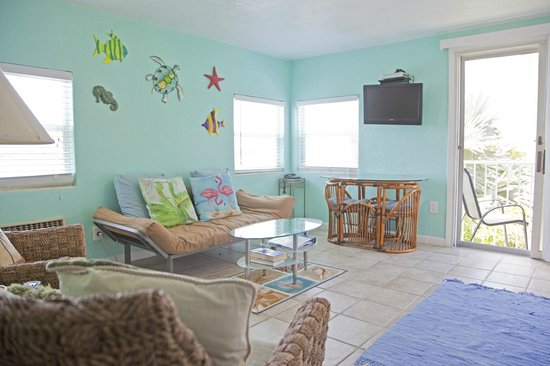 Coral Resort Condominiums: Great colors and decorations Unit C-4